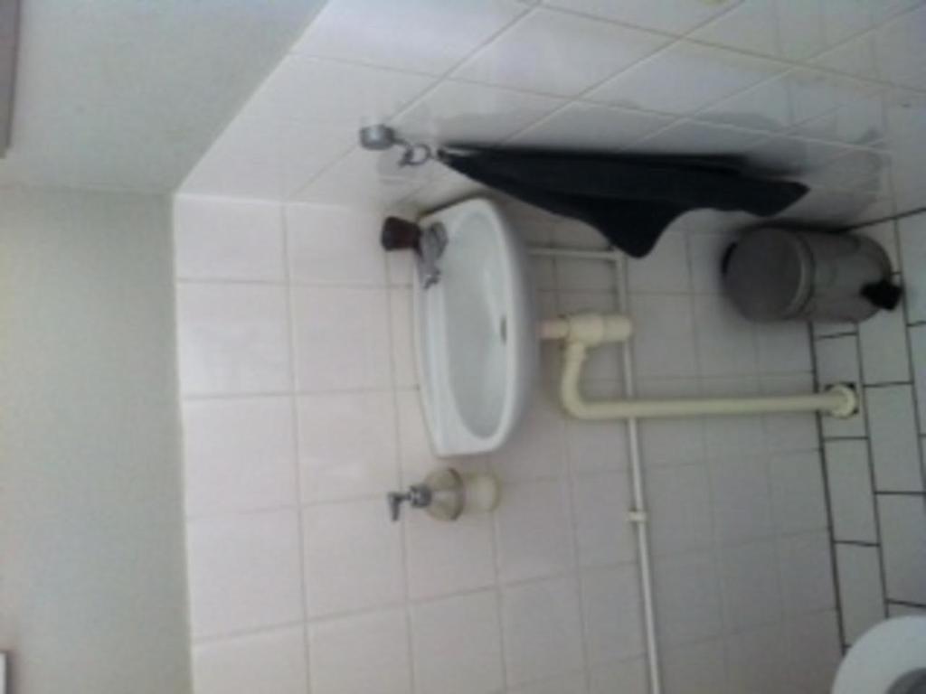 Wc verbouwen en badkamer renoveren kluswebsite douchecabine bouwmaat - Renoveren meubilair badkamer ...